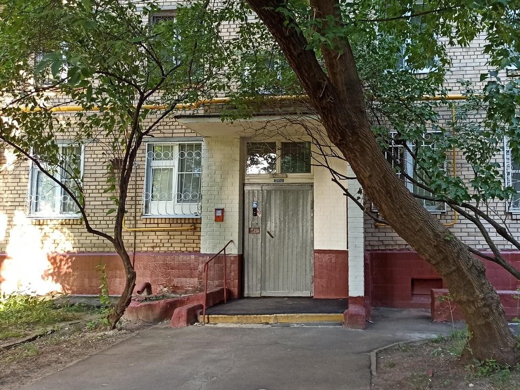 Подъезд дома где жил Владимир Орлов в Останкино