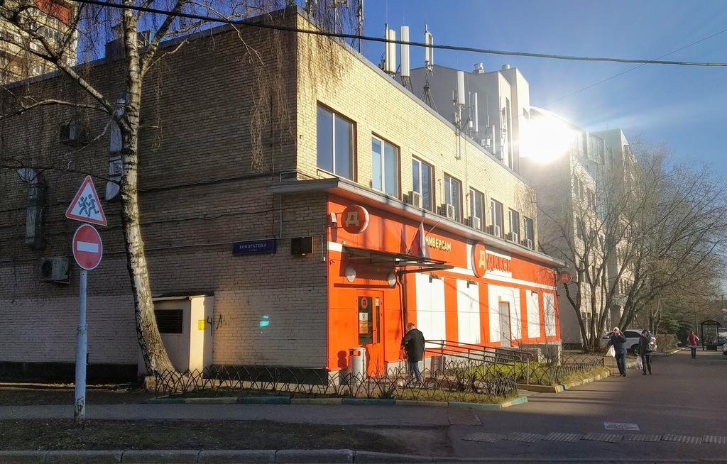 Здание где в Аптекаре располагалась Аптека Михаила Никифоровича, а затем прокат и Палата Общественных польз.