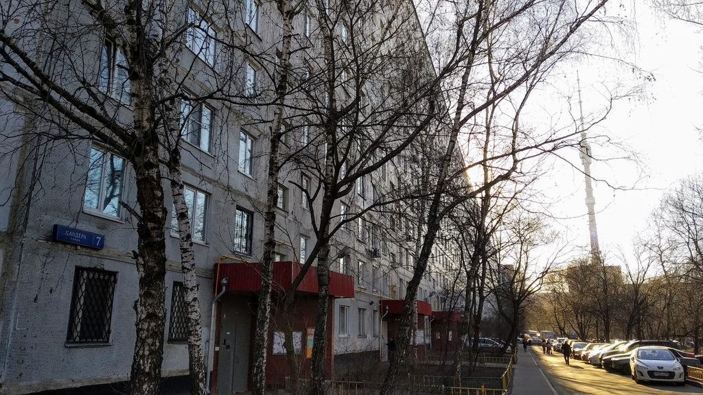Землескрёб Шеврикуки где он служил двухстолбовым домовым.