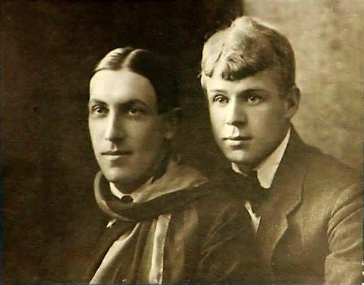 Мариенгоф и Есенин в 1919 году